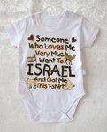 Rompertje voor een pasgeboren baby met leuke tekst in het Engels Iemand die veel van mij houdt, bracht mij dit T-shirt mee uit