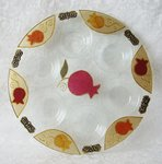 Handgemaakte grote Seder schotel in granaatappel dessin uit de collectie van Lily Art