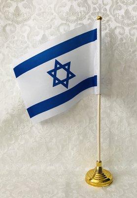 Israel vlag van acryl vallenstof op houten stokje met goudkleurige kunststof tafelstandaard