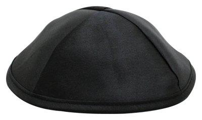 Keppeltje / Kippah van zwart satijn, eenvoudig maar voor elke gelegenheid. Doorsnede 20 cm