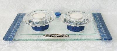 Shabbats kandelaars op schotel, prachtige handgemaakte set van glas met 'Israel' blauw dessin uit de collectie van Lily Art