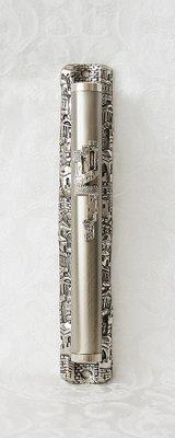 Zilverkleurige Mezuzah met prachtige decoratie van Jeruzalem. Extra groot model van 16,5 cm