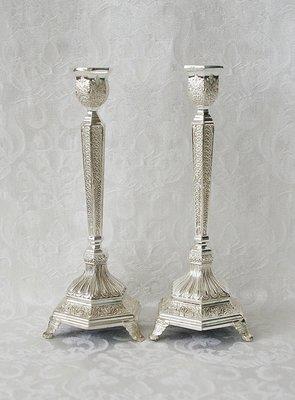 Shabbats kandelaars met prachtige verzilverde filigree bewerking