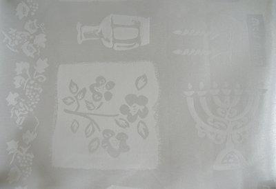 Tafelkleed, wit voor Shabbat of de Bijbelse feestdagen. Afmeting 300 x 145 cm.