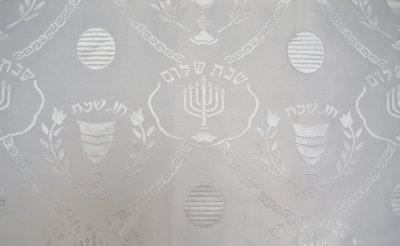 Tafelkleed, wit voor Shabbat of de Bijbelse feestdagen. Afmeting 240 x 145 cm.