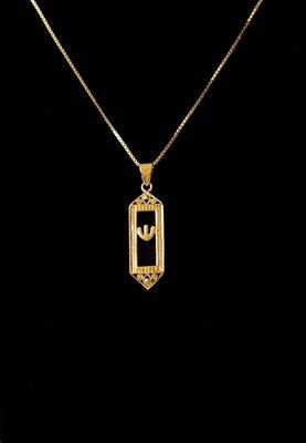 Mezuzah hangertje geel-goud verguld en met een onyx steen, van de Israelische ontwerpster Marina