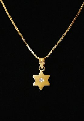 Davidster hangertje, een lief klein Davidsterretje met kristal geel-goud verguld van de Israelische ontwerpster Marina