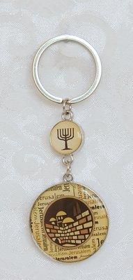 Sleutelhanger, Jeruzalem in bruin met een gebed voor de reiziger de achterkant in het Engels