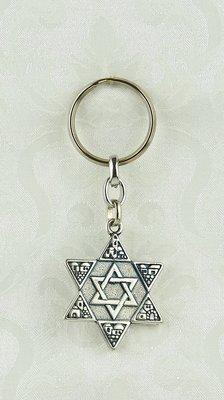 Sleutelhanger, Davidster met Jeruzalem decoratie en in het Hebreeuws een gebed voor bewaring onderweg.