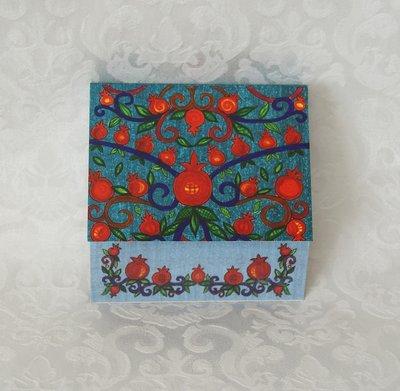 Notitieblok van Yair Emanuel met decoratie van granaatappels.