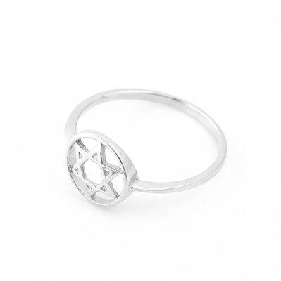Deze zilveren ring van Ben Sadya  heeft een prachtig ontworpen Davidster