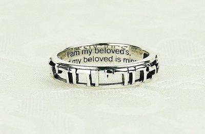 Open zilveren Ring met de Bijbeltekst uit Hooglied 6:3 Ik ben van mijn Geliefde en mijn Geliefde is van mij.