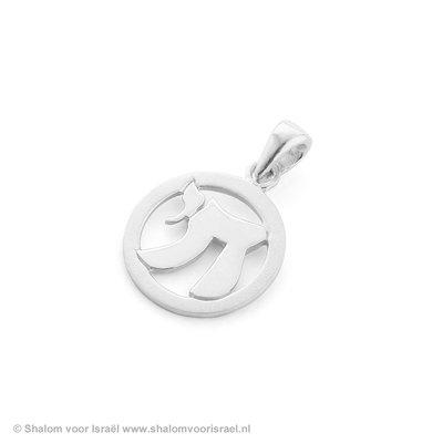 Chai (=Leven) hangertje zilver in sierlijke vormgeving ingelegd in een cirkel van Ben Sadya.
