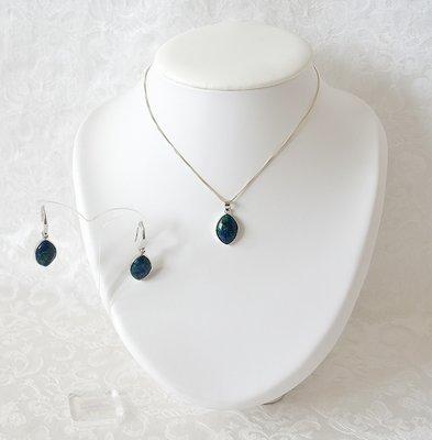 Complete sieradenset van hangertje met Eilatsteen, bijpassende oorhangers en zilveren ketting van 46 cm (andere maat in overleg mogelijk)