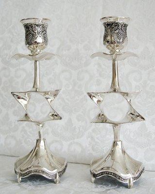 Shabbats kandelaars Davidsterren. Prachtige verzilverde kandelaars, geschikt voor normale tot grote huishoudkaarsen