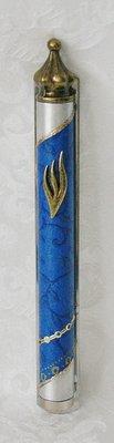 Mezuzah, prachtige handgemaakte grote Mezuzah met kroontje van Lilyart, gedecoreerd met 'Israel' blauw. Afmeting 17,5 cm