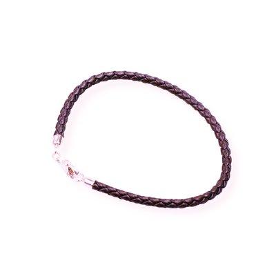 Bedelarmband van stevig gevlochten leer met zilveren sluiting in de kleur bruin, verkrijgbaar in verschillende maten (ook voor heren)