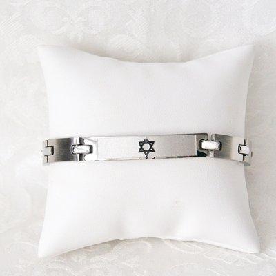 Stoere roestvrij stalen schakel armband met Davidster, uitgevoerd in mat zilverkleur met glimmende accenten