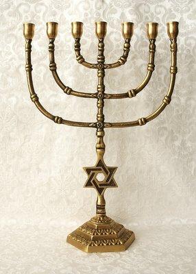 Grote Menorah, brons met Davidster van 39 cm hoog
