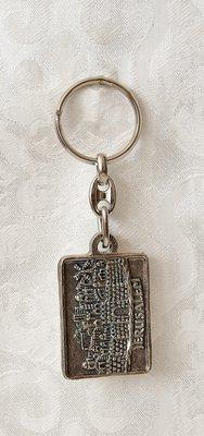 Metalen sleutelhanger in oud zilverkleur met afbeelding van Jeruzalem