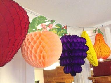 Vruchten voor de Loofhut 3 stuks van ongeveer 15-20 cm groot, elk zakje is uniek qua soorten vruchten, kleur en afmeting