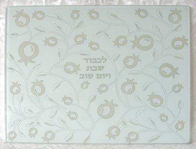 Challah schotel rechthoekig van versterkt wit matglas met mooie decoratie van granaatappels