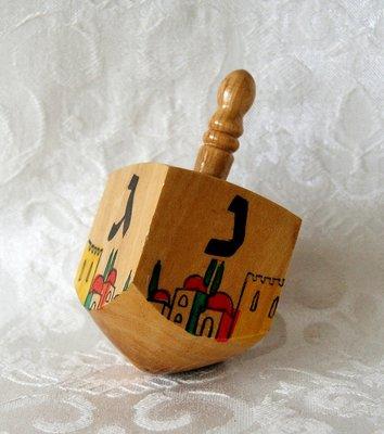 Dreidel, luxe dreidel large van olijfhout, handgemaakt en beschilderd met Jeruzalem decoratie 8 x 3,5 cm