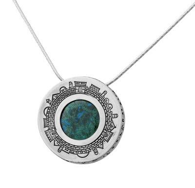 Bijzondere ronde hanger met Jeruzalem en in het hart Eilatsteen aan een bijpassende zilveren ketting uit de Rafael Jewelry Collectie