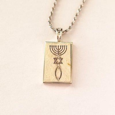 Een bijzonder zilveren hangertje met authentieke Jeruzalemsteen met een Messiaans Zegel aan een bijpassende ketting uit de Rafael Jewelry Collectie