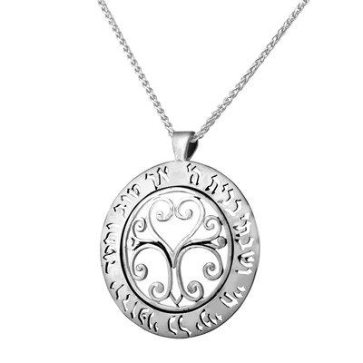 Een prachtige zilveren Levensboom hanger met de Hebreeuwse tekst uit Psalm 23 aan een bijpassende zilveren ketting uit de Rafael Jewelry Collectie