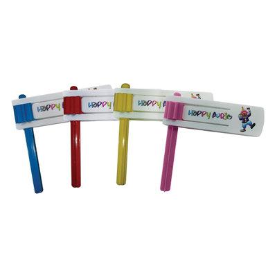 Fleurige Poeriem Ratel van plastic in 4 verschillende kleuren met de tekst Happy Purim