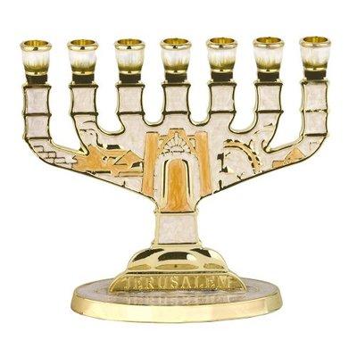 Menorah, kleine schattige Menorah verguld met ivoorkleurige emaille afbeelding van de Tempel 10 x 9 cm