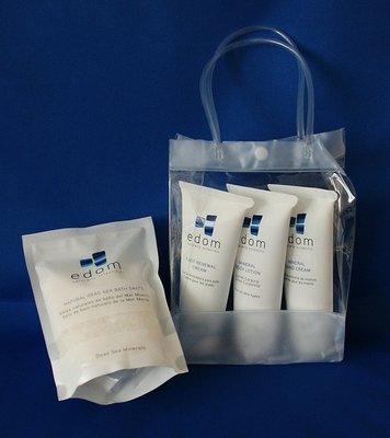 Cadeau pakketje van 4 Edom huidverzorgingsproducten: bodylotion, handcreme en voetencreme en een zakje zeezout naturel in een leuk doorzichtig tasje.