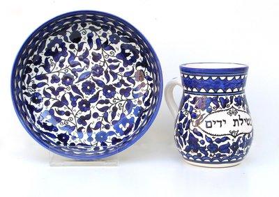 Prachtige Handenwasset / Maim Achronim set van Waskom en Cup voor de rituele handwassing van Armeens aardewerk in blauw/wit