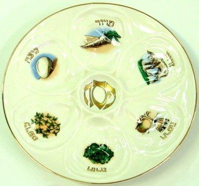 Seder schaal / bord van aardewerk met afbeeldingen van de specifieke gerechtjes en de namen in het Hebreeuws