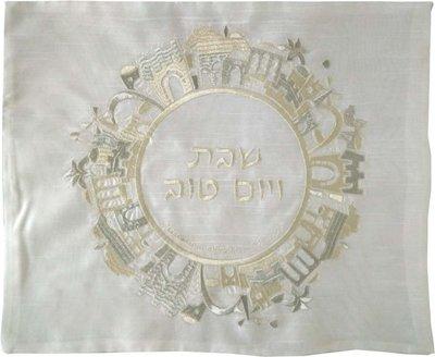 Challah / Challe kleedje, mooi neutraal kleedje van glanzend wit satijn met borduursel van Jeruzalem in een cirkel