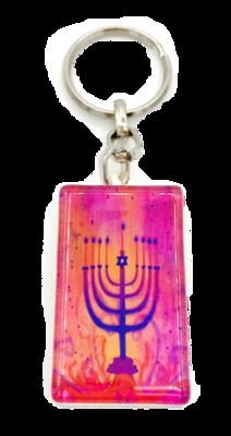 Sleutelhanger, luxe zilverkleurig met versterkt glas Chanukah Menorah in rood met Hebreeuwse zegenbede voor de reiziger op de achterkant