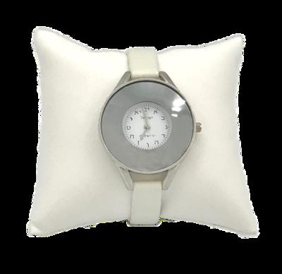 Horloge, elegant zilverkleurig dameshorloge met Hebreeuwse cijfertekens voorzien van een soepel wit leren bandje