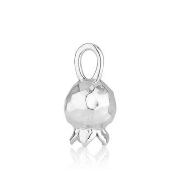 Granaatappelhangertje zilver, schattig hangertje met gehamerde bewerking van de Israelische ontwerpster Marina