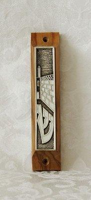 Mezuzah Toren van David, olijfhout met zilverkleurige afbeelding