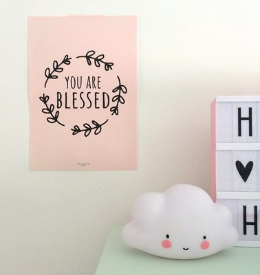 Poster / wanddecoratie A4 van Ahavah design in pastel roze met de tekst: You are blessed (Je bent gezegend)