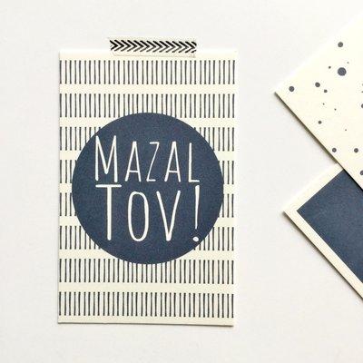 Cadeaukaartje met Mazal Tov (Veel geluk / Gefeliciteerd) in navy blauw van Ahavah design