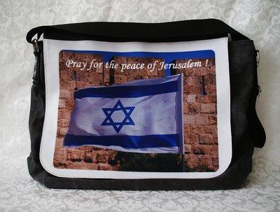 Prachtige Israël Schoudertas met op de voorkant een foto van de Israëlische vlag en de tekst: Pray for the peace of Jerusalem