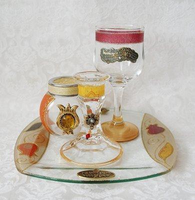 Prachtige handgemaakte 4-delige Havdalah set van glas in Granaatappel dessin uit de collectie van Lily Art