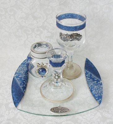 Prachtige handgemaakte 4-delige Havdalah set van glas in 'Israel' blauw dessin uit de collectie van Lily Art