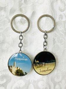 Sleutelhanger, met aan 2 zijden een foto van Jeruzalem in plexiglas, 1 x de Kotel bij nacht en 1 x de Toren van David