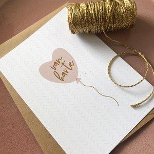 Heb Lief Kaart met envelop van Ahavah design met Van Harte in wit met vergrijsd roze