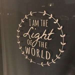 Sticker voor Chanoeka / Chanukah of Kerst van Ahavah design met de tekst 'I am the Light of the World'