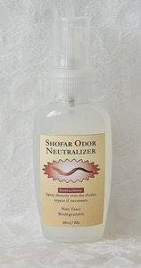 Shofar spray, werkzaam bij het bestrijden van een eventuele onaangename geur in uw Shofar. Flesje van 60 ml