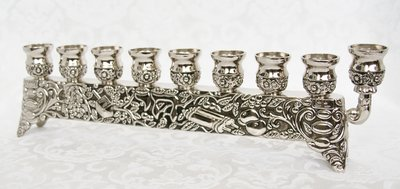 Chanukah Menorah (Chanoekia) mooi gedecoreerd met Joods religieuze items